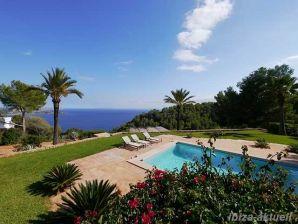 Exclusive Poolvilla über dem Meer 73