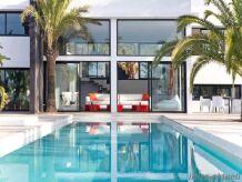 Villa , modern und lichtdurchflutet   170