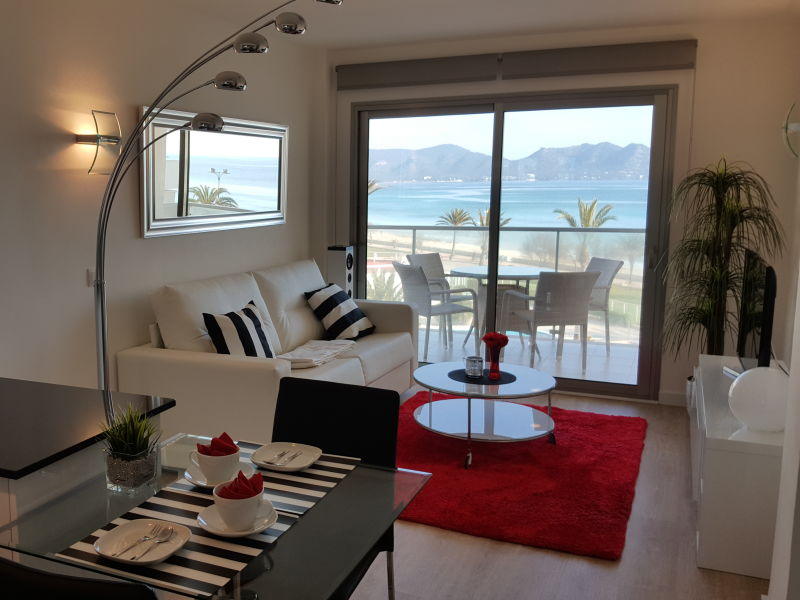 Holiday apartment with ocean view on the beach