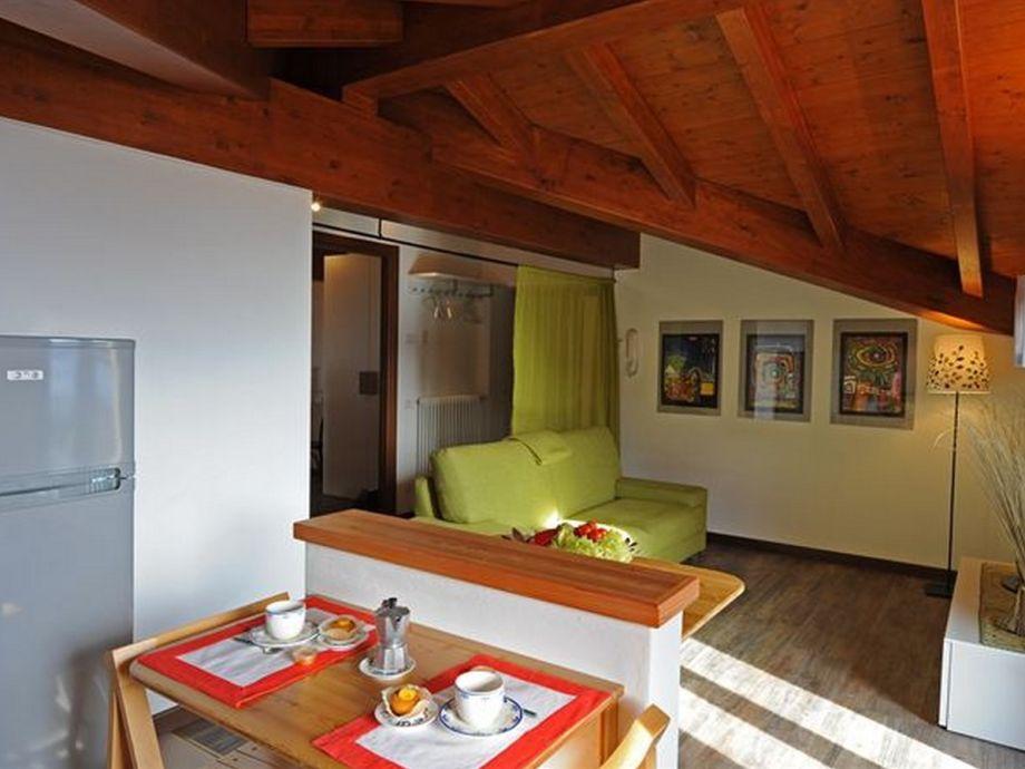 apartment menaggio panoramica 358 comer see menaggio. Black Bedroom Furniture Sets. Home Design Ideas
