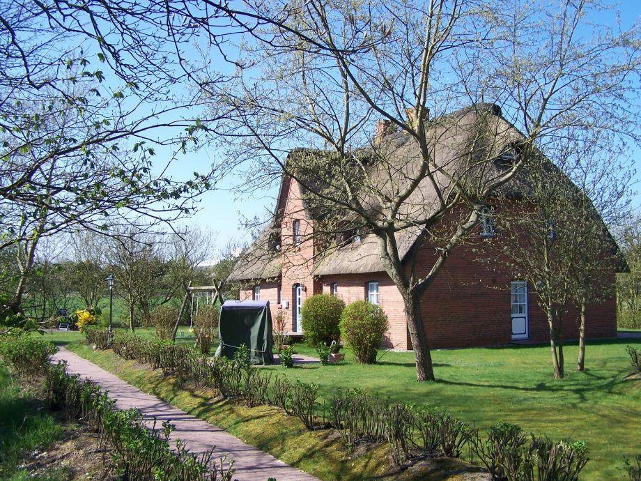 Haus mit Garten auf dem 1700qm großen Grundstück