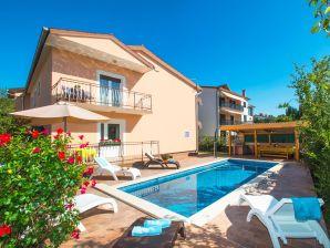 Ferienhaus mit Pool