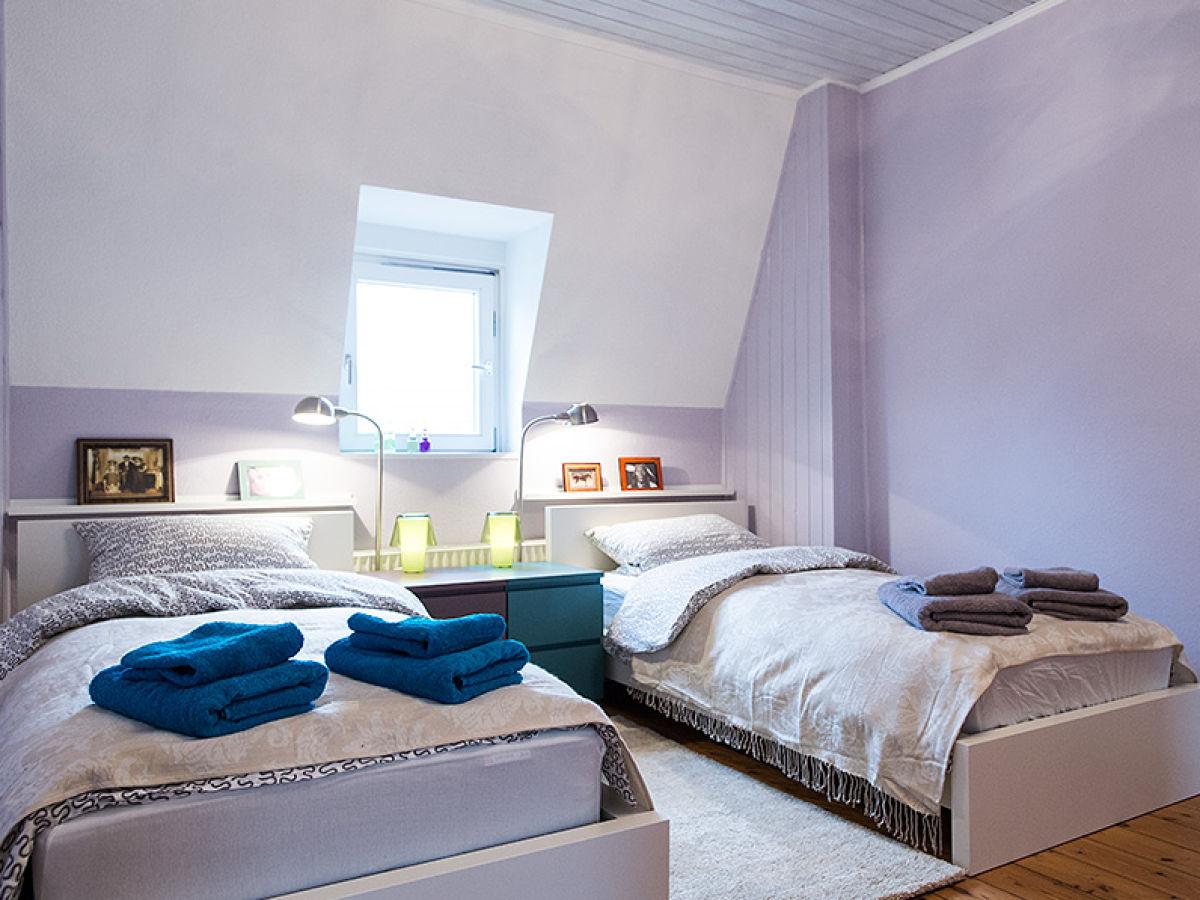 ferienwohnung dachgeschoss im jahrhundertwendestil am stadtpark l beck stadtzentrum frau. Black Bedroom Furniture Sets. Home Design Ideas
