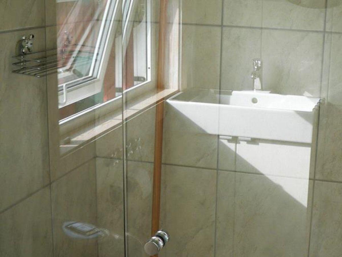 kleines bad mit dusche und wc inspiration. Black Bedroom Furniture Sets. Home Design Ideas