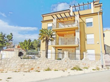 Holiday apartment family-friendly with private pool