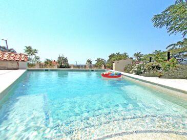 Familien-Ferienwohnung mit eigenem Pool