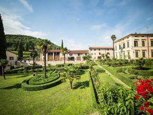 Ferienwohnung Agriturismo Villa Spinosa (Winzer mit Parkanlage)