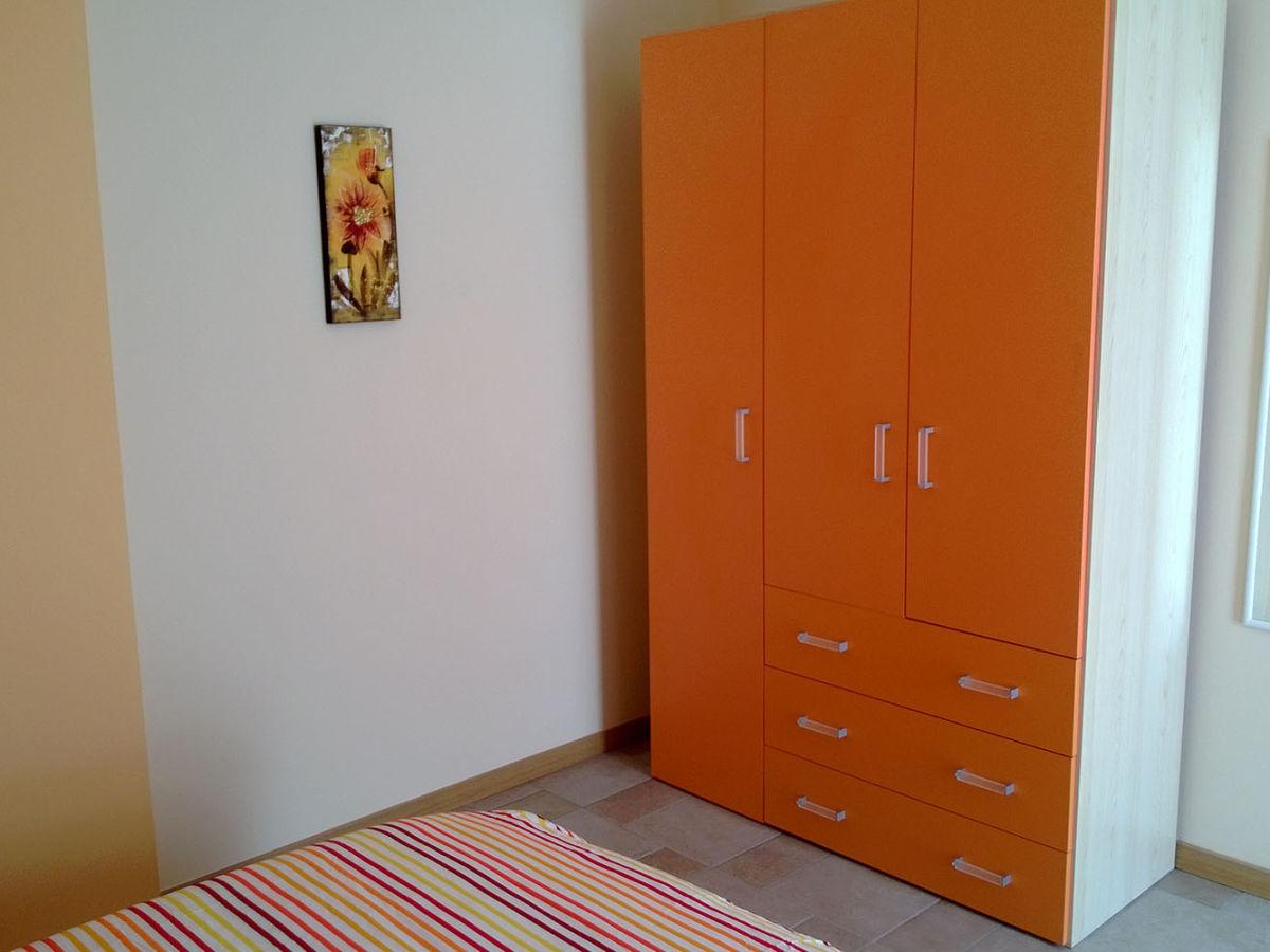 ferienwohnung b giardino in residenza silvana piemont frau loredana. Black Bedroom Furniture Sets. Home Design Ideas