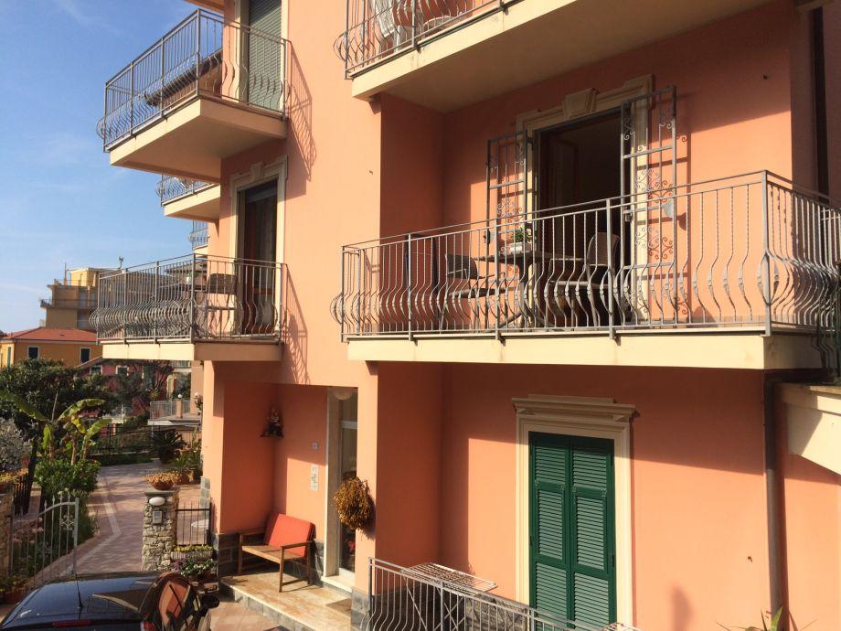Außenansicht, Balkon 1. Etage rechts
