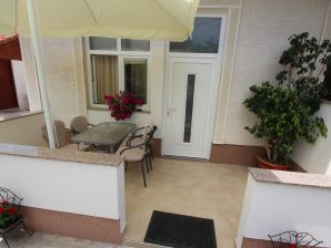 Holiday apartment Mirela 2