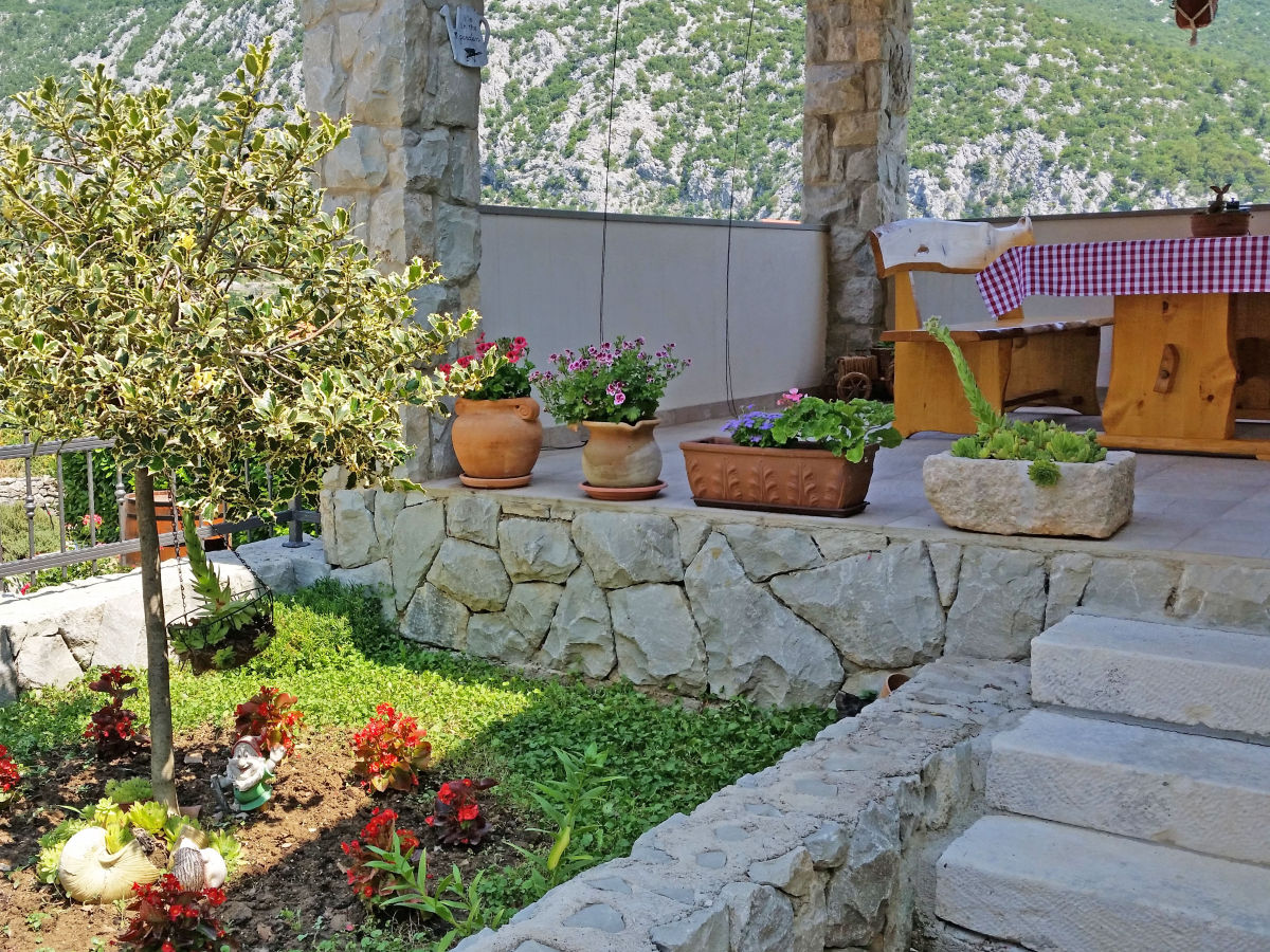 Villa magic cottage omi firma croatian villa holidays - Cottage garten terrasse ...