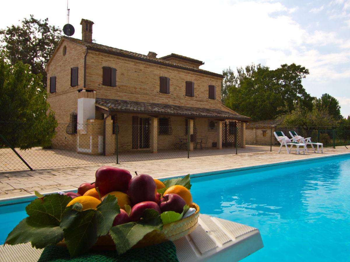 Villa paradiso marken firma marcheholiday gergana for Ferienhaus mit pool