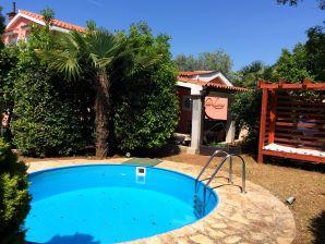 Villa Mrvica Pool Whirpool