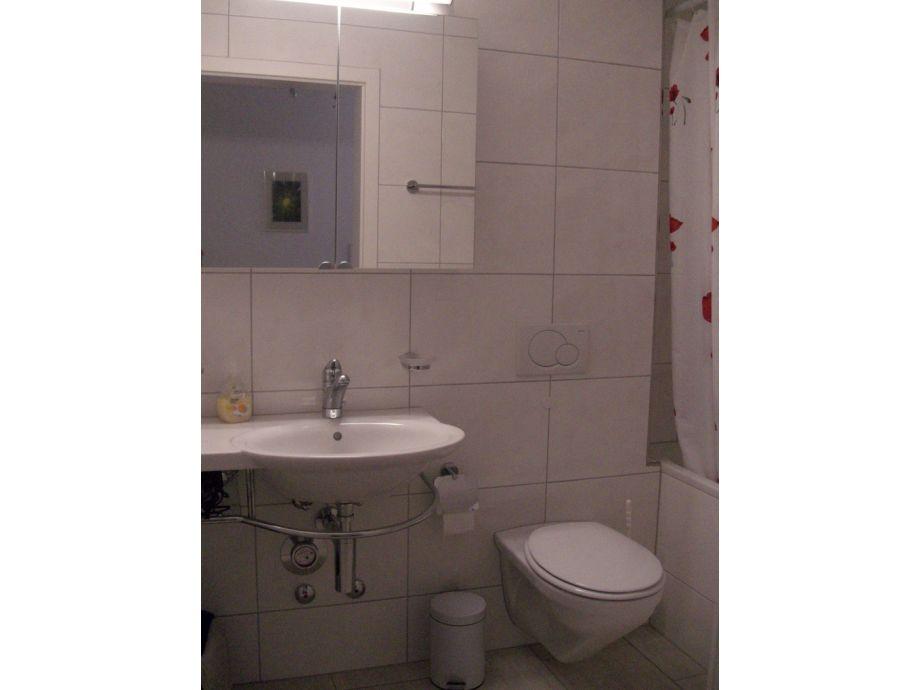 badewanne mit integrierter dusche preis ferienwohnung im sch nstem. Black Bedroom Furniture Sets. Home Design Ideas