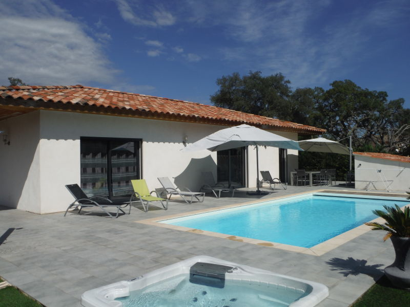Villa mit privatem Pool und Jacuzzi strandnah