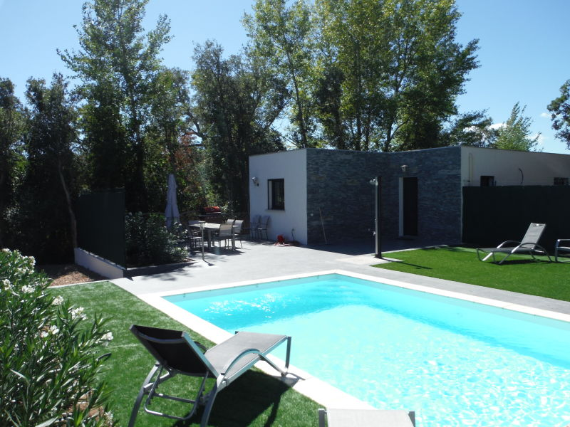 Villa with private heated pool near beach and shops