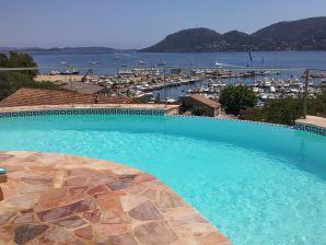 Luxus-Villa mit direktem Meerblick