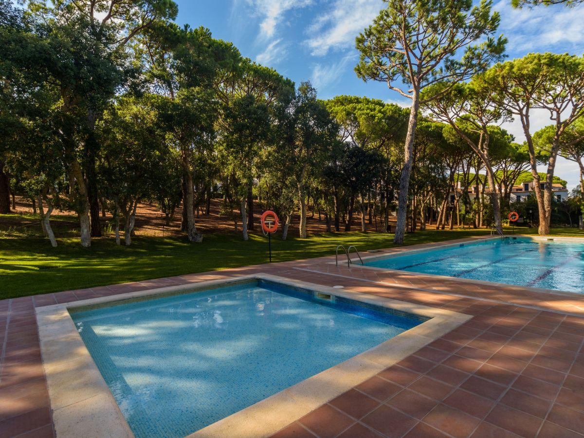 Ferienhaus as 4 mit pool in strandn he costa brava - Gartenanlage mit pool ...