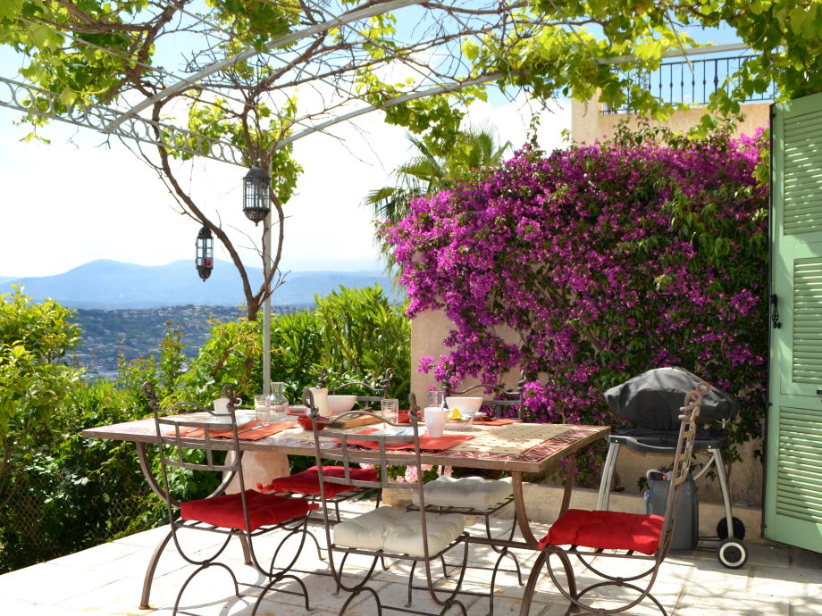 Outside terrace furnished with garden table & chairs