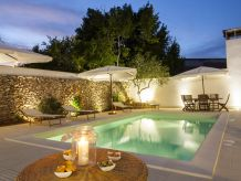 Holiday apartment Luxury courtyard pool