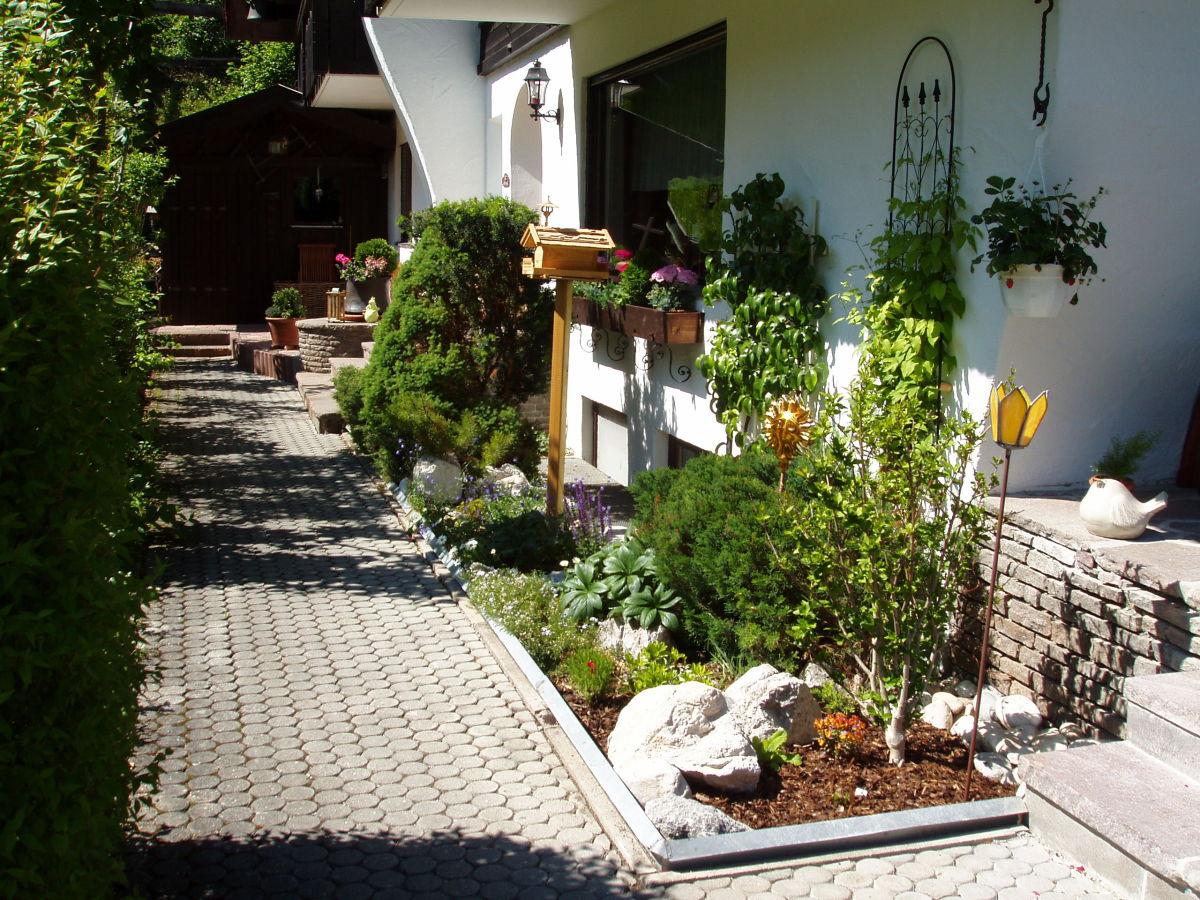 haus sebastian ferienwohnung alpspitze oberbayern. Black Bedroom Furniture Sets. Home Design Ideas