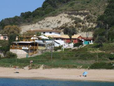 Ferienhaus im Nordwesten Korfus in direkter Strandlage