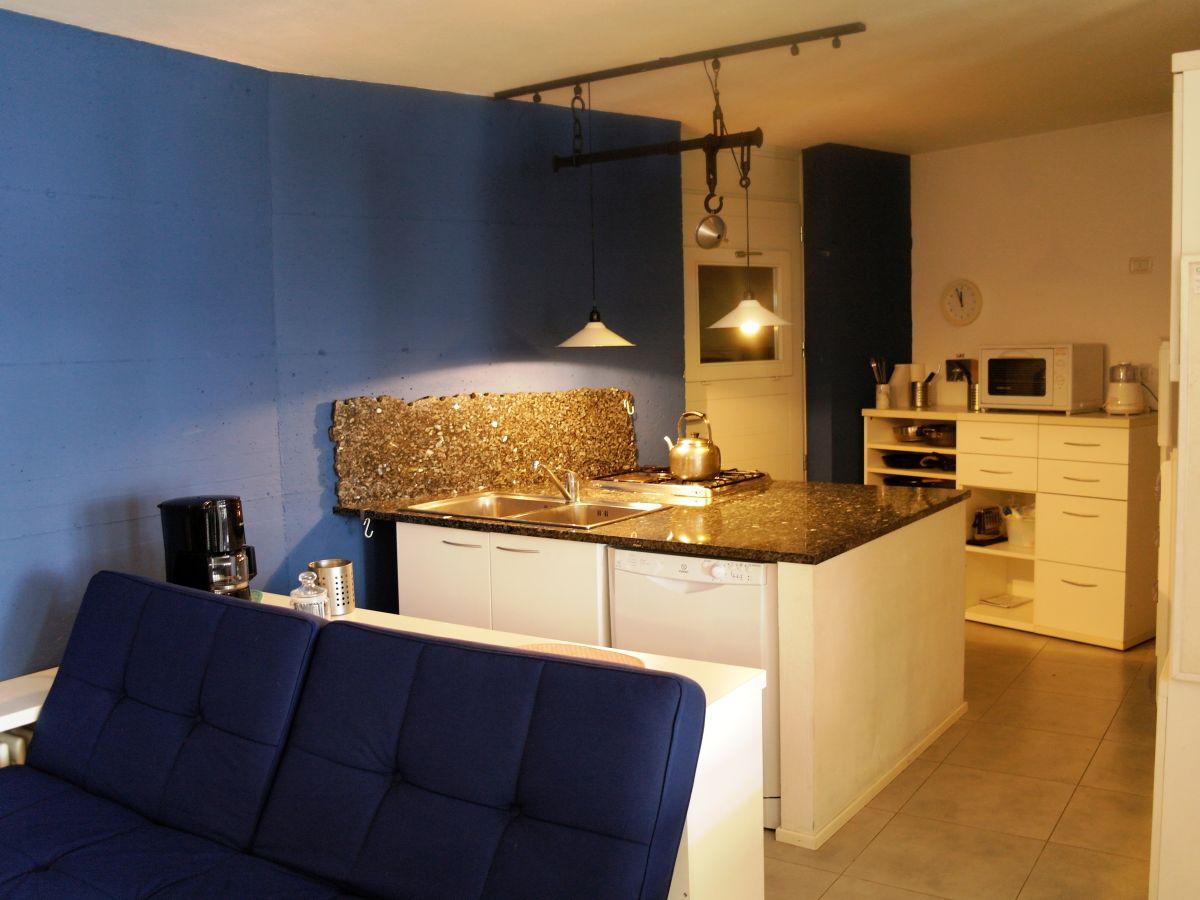 ferienwohnung casa artista piemonte alta langa alba. Black Bedroom Furniture Sets. Home Design Ideas