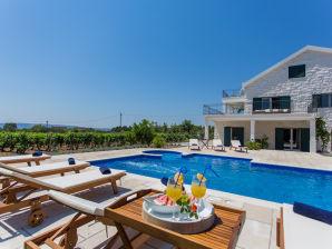 Villa Mir