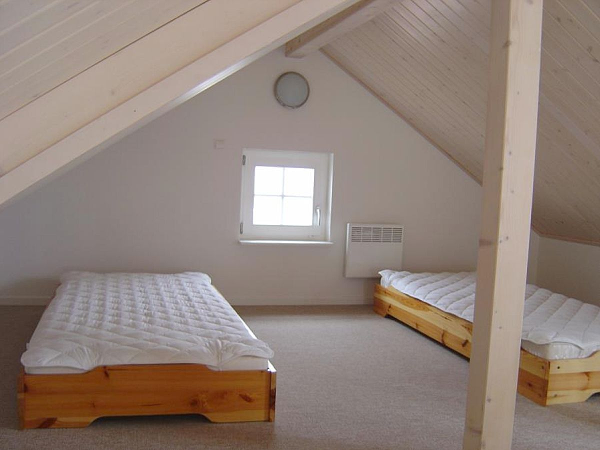 schlafzimmer unterm dach die besten einrichtungsideen und innovative m belauswahl. Black Bedroom Furniture Sets. Home Design Ideas
