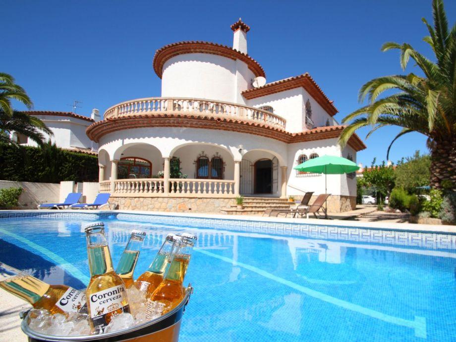 Villa Cangrejo with swimming pool