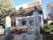 Ferienhaus Modernes Ferienhaus Carla mit Garten