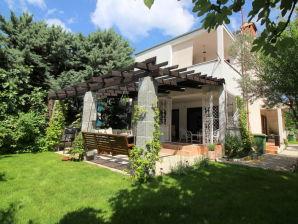 Modernes Ferienhaus Carla mit Garten