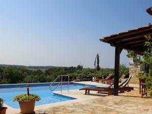 Holiday apartment Natasa with pool