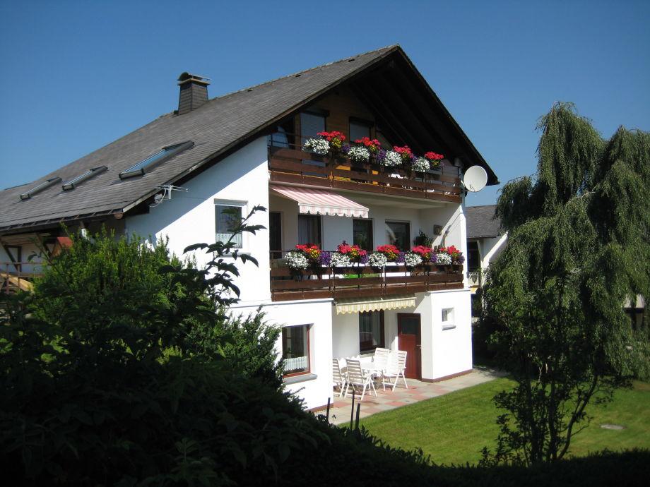 Unser Haus - Ferienwohnung mit Garten im EG