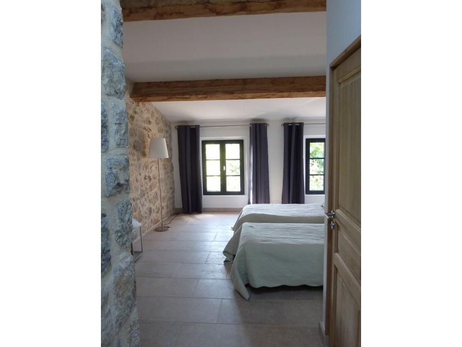 ferienhaus 18 jh im ruhigen dorf c te d 39 azur frau. Black Bedroom Furniture Sets. Home Design Ideas