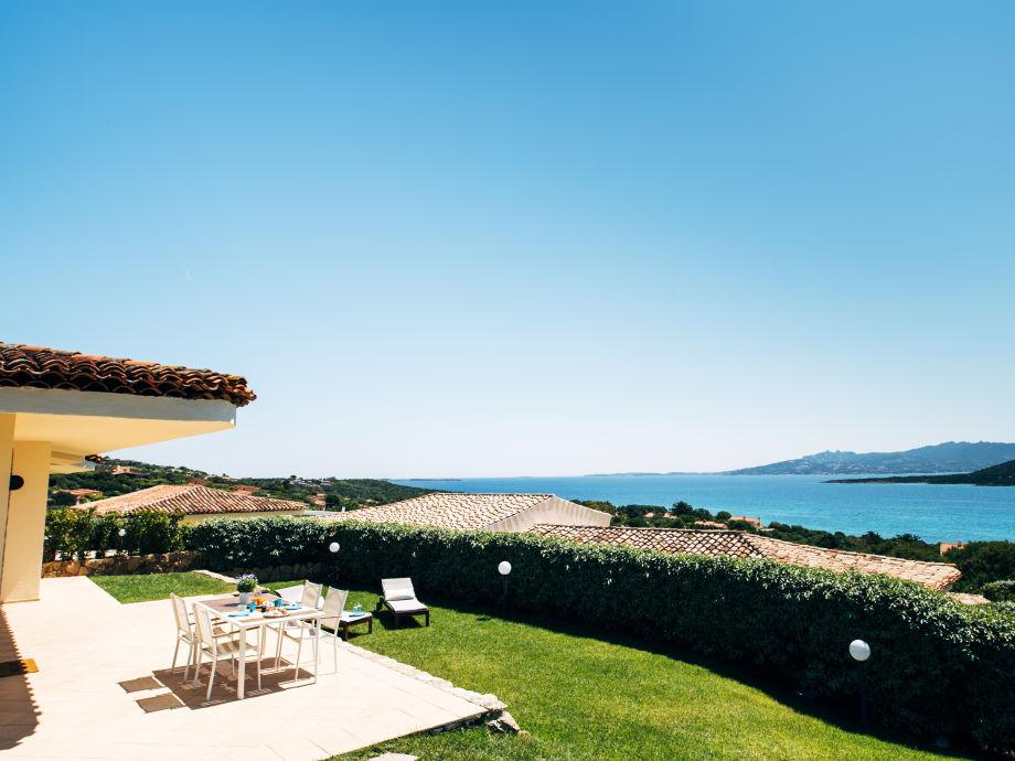 Terrasse mit Blick über das Meer