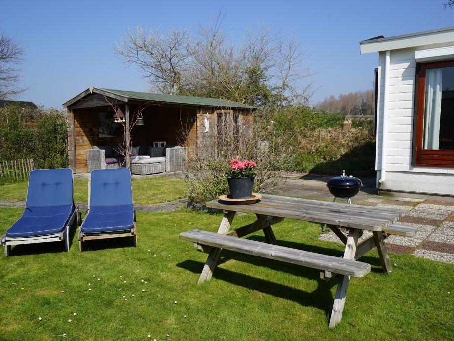 Der große Garten mit Lounge