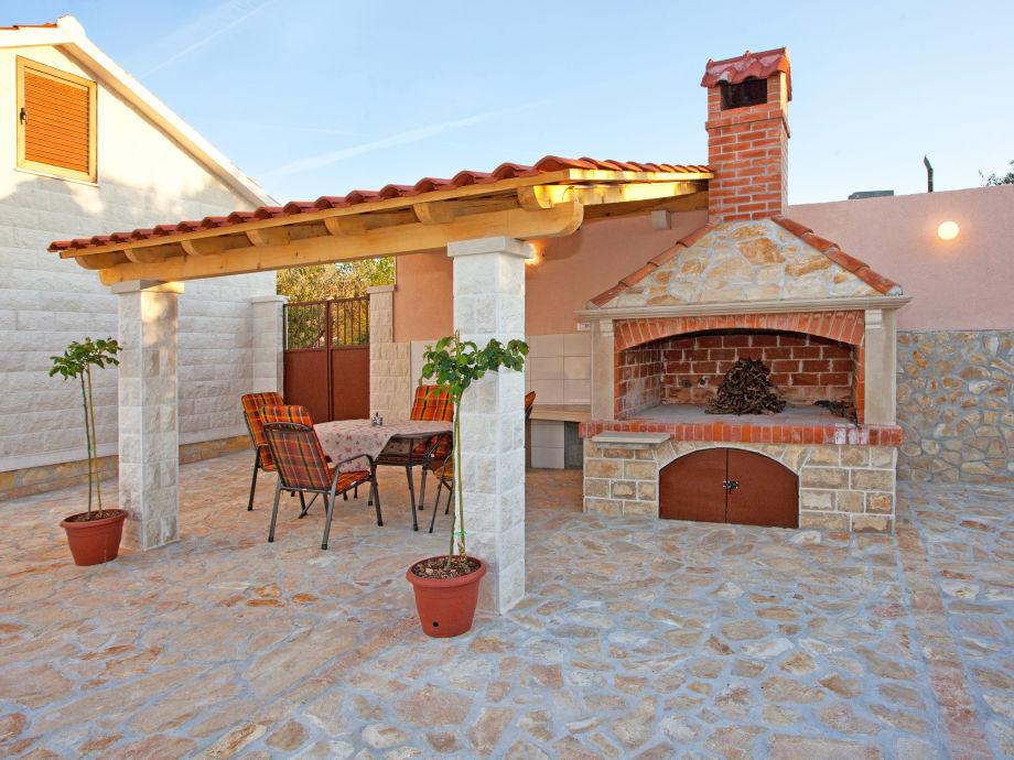 villa miramar supetar dalmatien firma croatian villa. Black Bedroom Furniture Sets. Home Design Ideas