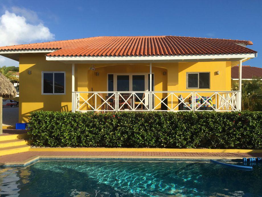 Villa Ansicht vom Poolbereich