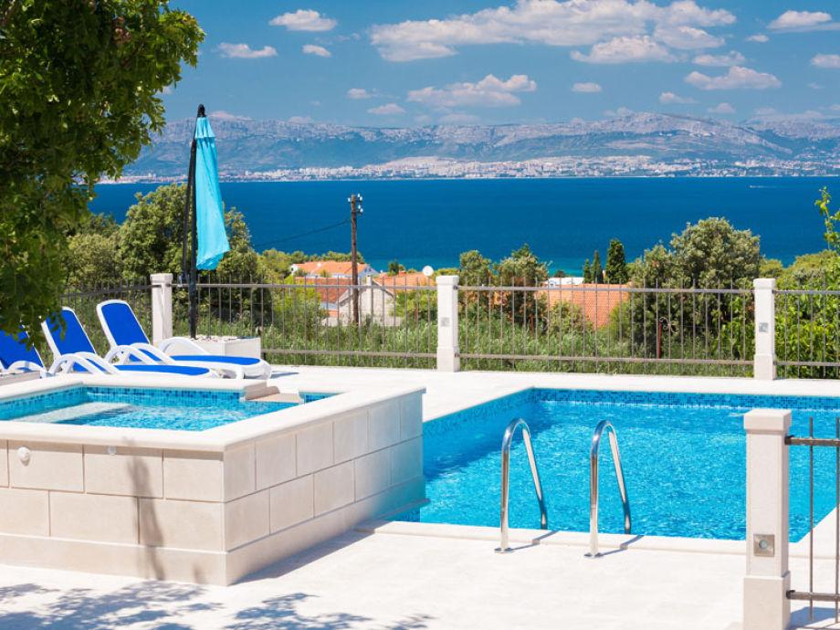 Pool und atemberaubender Ausblick