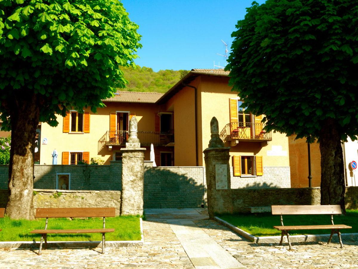 Ferienwohnung casa rossi il nido lago maggiore herr for Lago maggiore casa