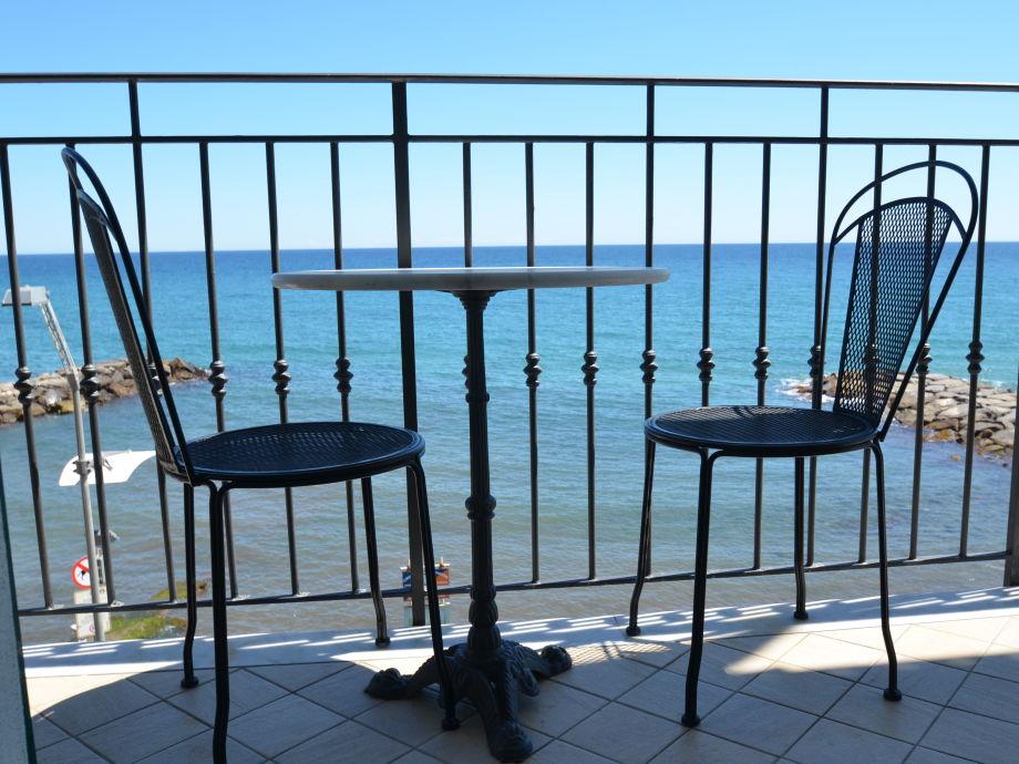 ferienwohnung casa del borgo 4 ligurien firma ferienhausvermittlung maremonti frau stefanie. Black Bedroom Furniture Sets. Home Design Ideas