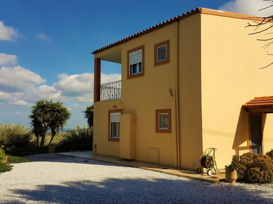 Außenaufnahme disCrete Villa Maroulas