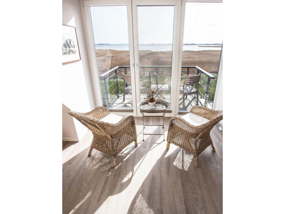 Schlafzimmer mit angrenzendem Balkon