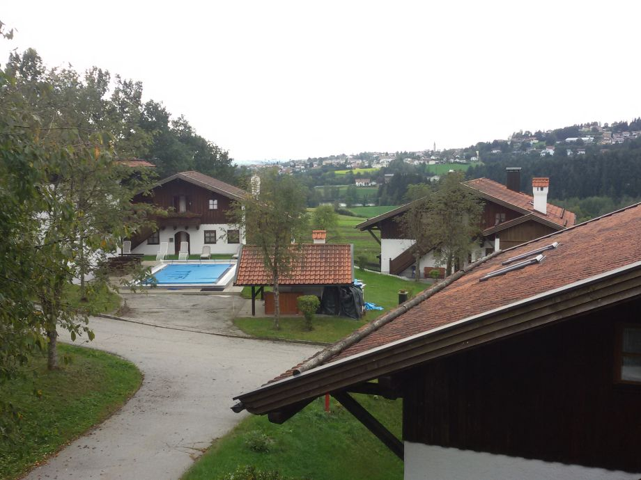 Balkonblick aufs Feriendorf und Hauzenberg
