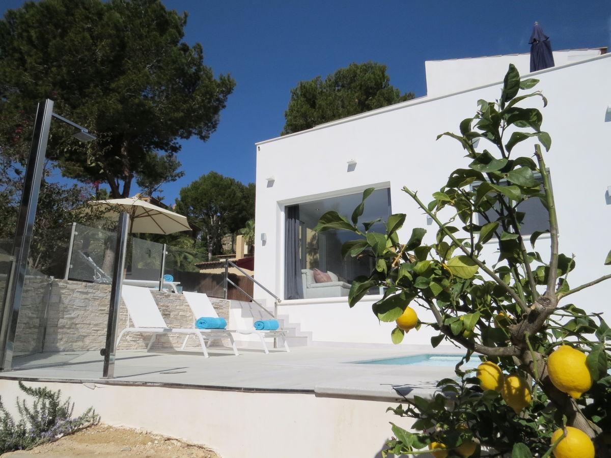 Moderne luxusvilla mit pool  Moderne Luxusvilla Oliva/Costa de la Calma, Mallorca, Süd-Westen ...