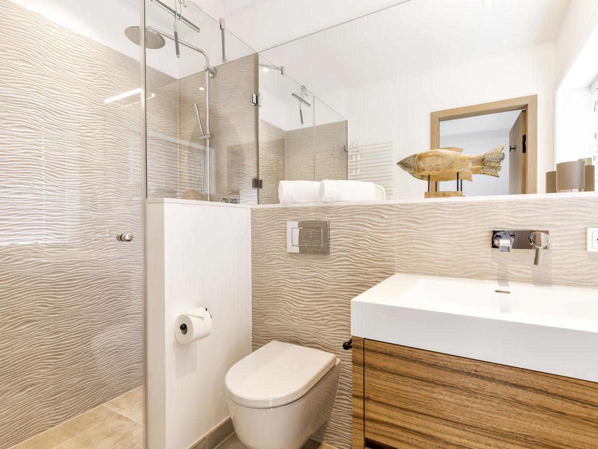 Ferienhaus silberm we 7d im s derh rn list firma sylt for Badezimmer mit dusche und wanne