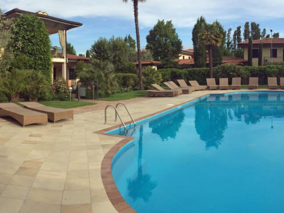 ferienhaus polpenazze gardasee villino monica mit pool. Black Bedroom Furniture Sets. Home Design Ideas