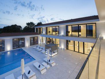 Exclusive Villa with Amazing Views (10+0)