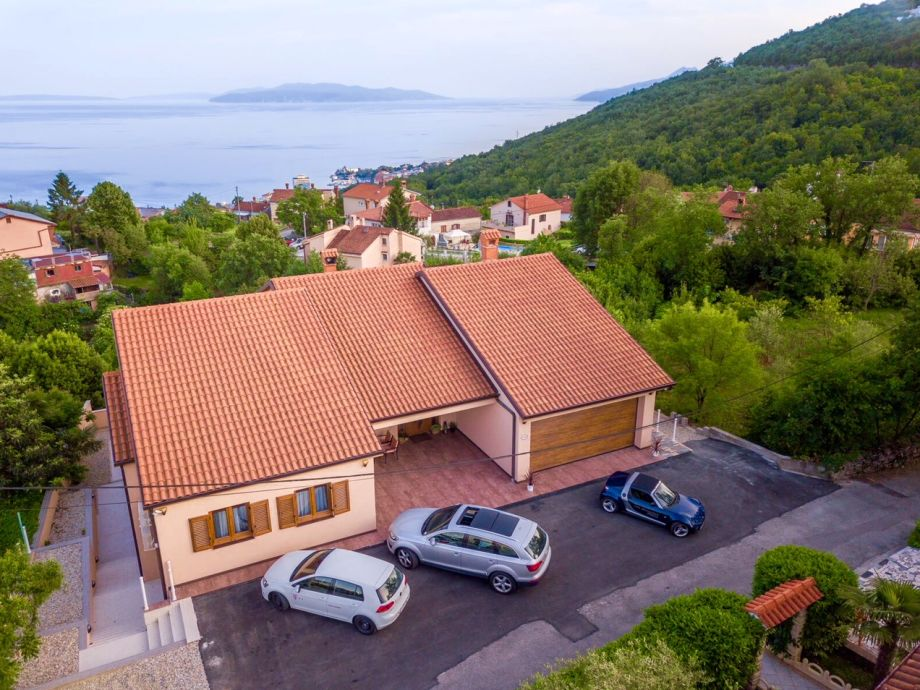 Villa with pool, sea view